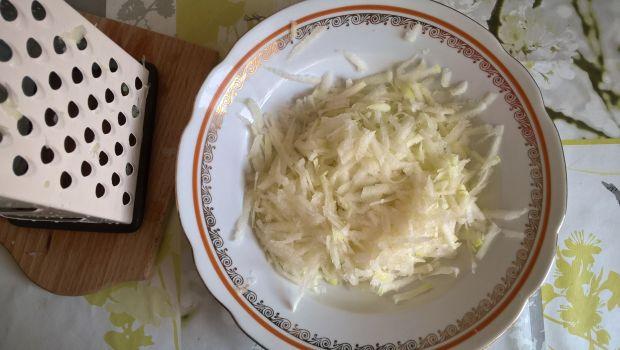 Sałatka z młodych ziemniaków z kalarepką i jajkiem