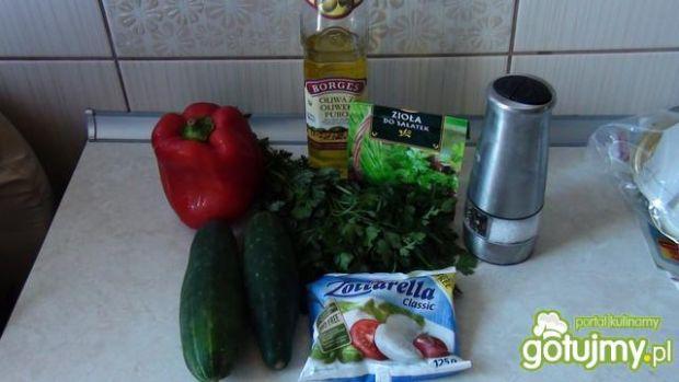 Sałatka z mozzarellą i pietruszką