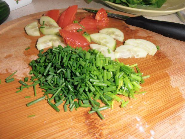 Sałatka z mozzarellą i pokrzywą