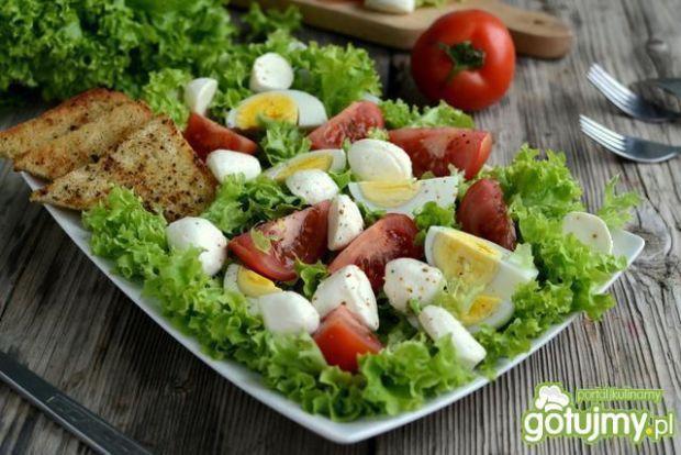 Sałatka z mozzarellą i pomidorami 2