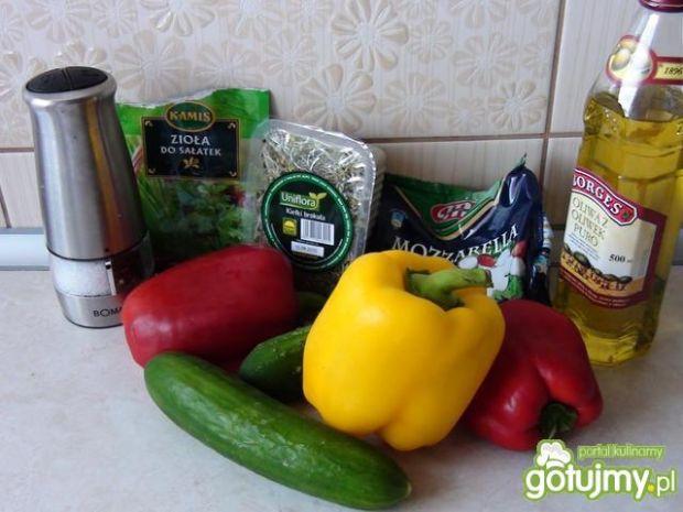 Sałatka z mozzarelli i kiełków brokułu