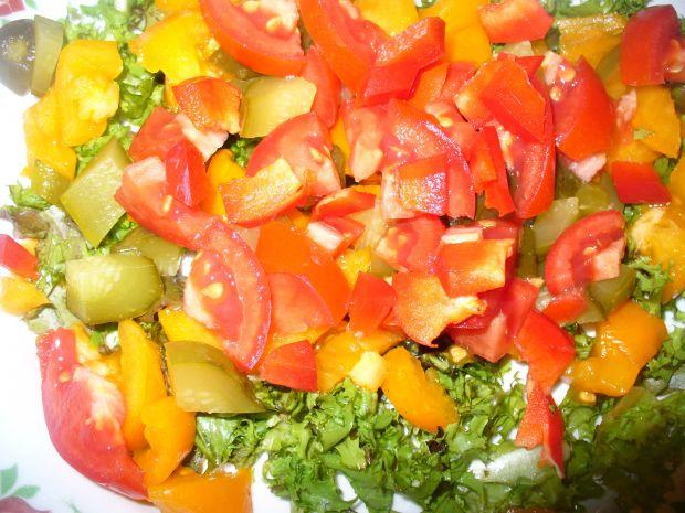 Sałatka z nasturcją, pomidoremi ogórkiem