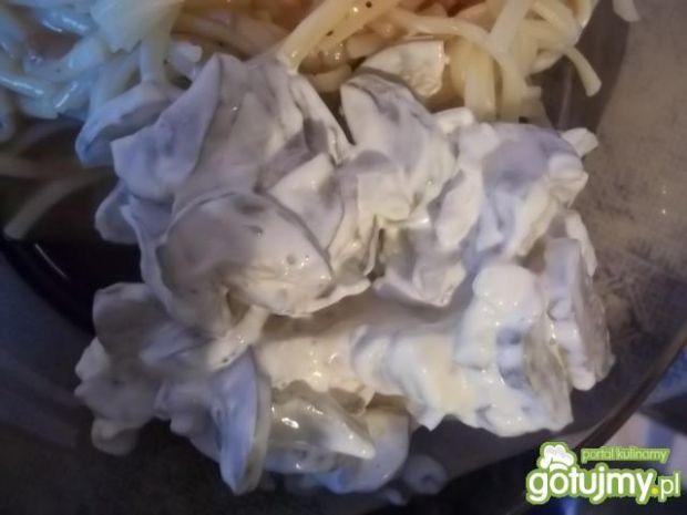 Sałatka z ogórków konserwowych 3