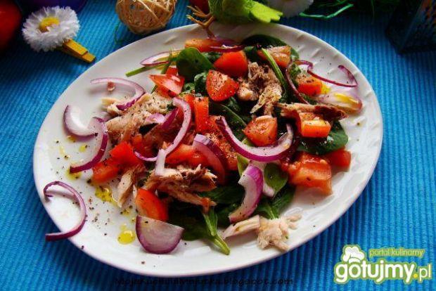 Sałatka z olejem lnianym i makrelą