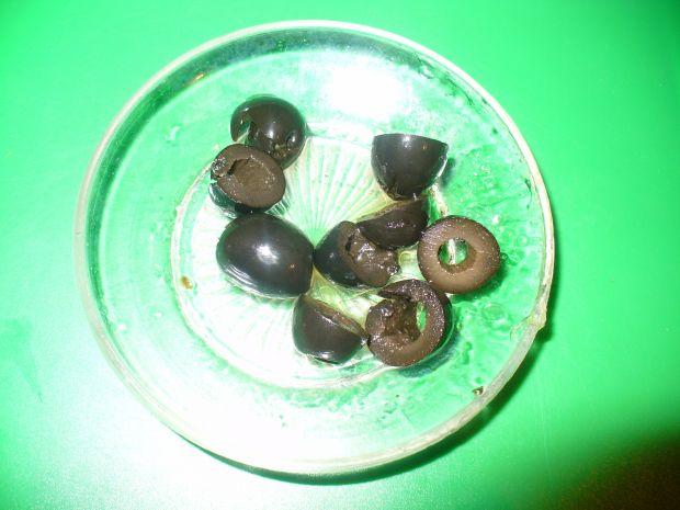 Sałatka z oliwkami i kaparami