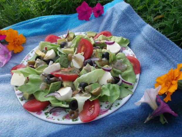 Sałatka z oliwkami i mozzarellą