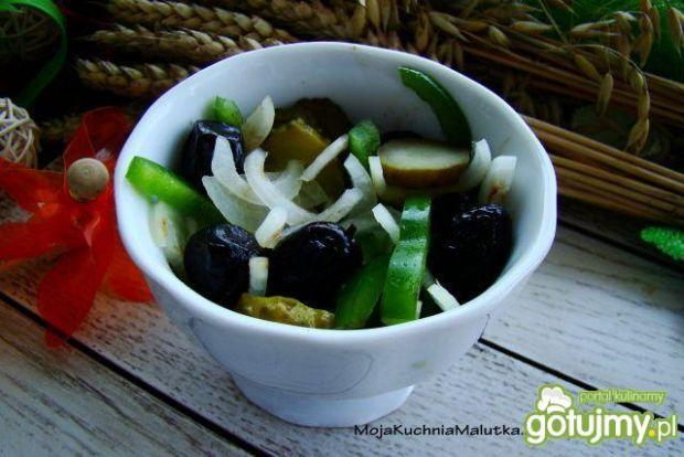 Sałatka z oliwkami i octem balsamicznym