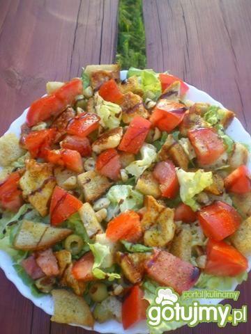 Sałatka z oscypkiem,pomidorem i oliwkami