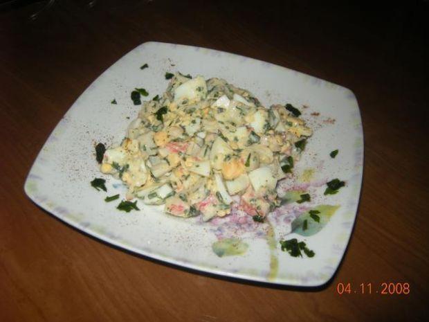 Sałatka z paluszkami krabowymi