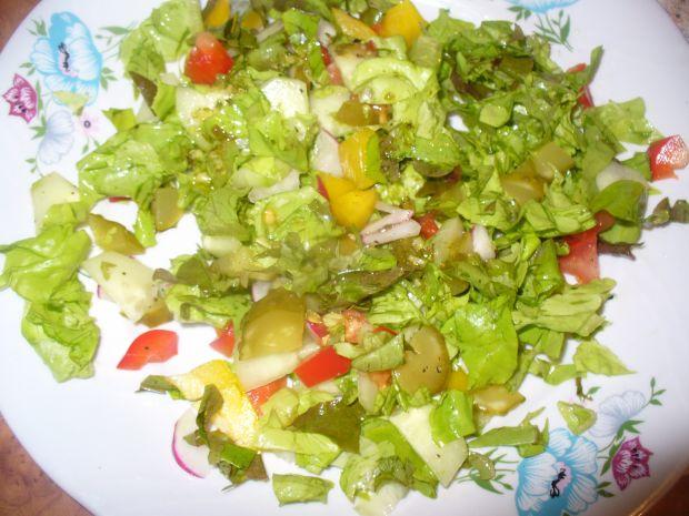 Sałatka z papryką kolorową i pomidorem