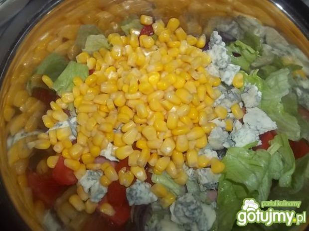 Sałatka z parówką i serem