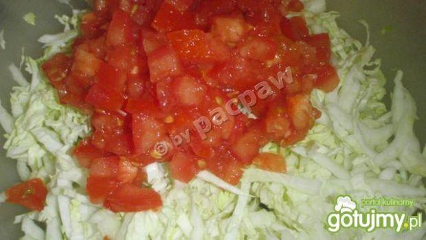 Sałatka z pekińską, fetą i pomidorem