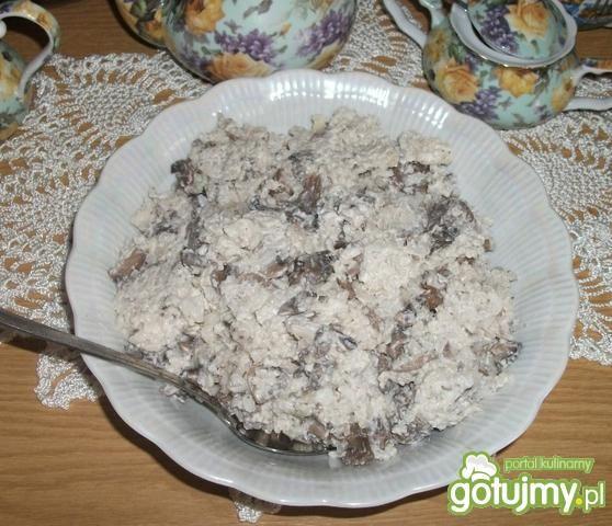 Sałatka z pieczarek i ryżu