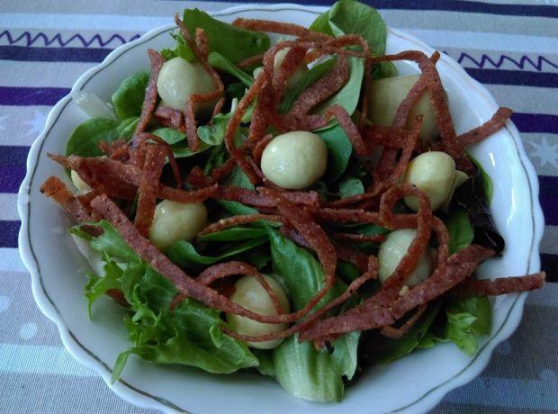 Sałatka z pieczarkami i prażonym salami