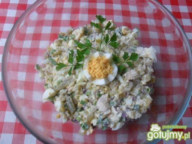 Sałatka z pieczonego mięsa i ryżu