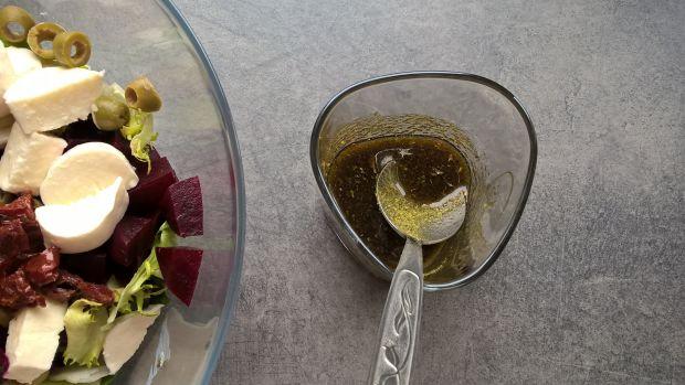 Sałatka z pieczonym burakiem i mozzarellą