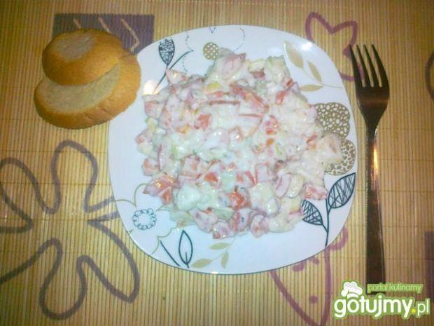 Sałatka z pomidora i cebulki