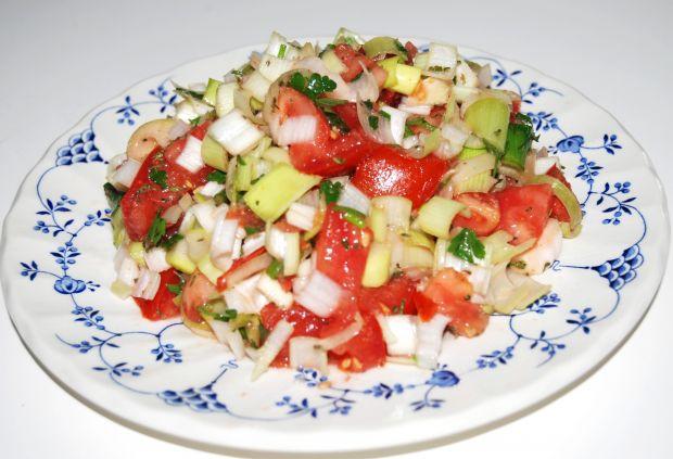 Sałatka z pomidora i pora
