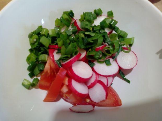 Sałatka z pomidora i rzodkiewki