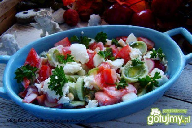 Sałatka z pomidora ,pora i fety