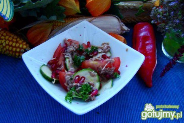 sałatka z pomidora tuńczyka i granatu