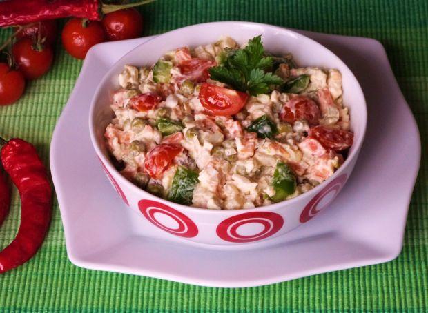 Sałatka z pomidorami i papryką