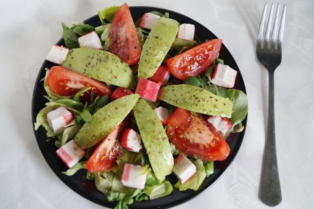 Sałatka z pomidorem i awokado