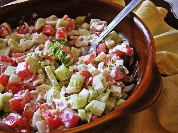 Sałatka z pomidorem i koperkiem