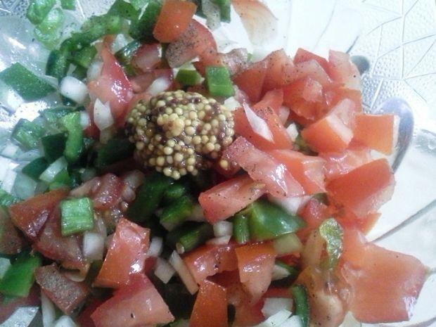 Sałatka z pomidorów i zielonej papryki