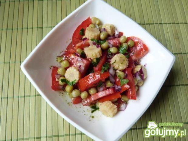 Sałatka z pomidorów z kolbami kukurydzy