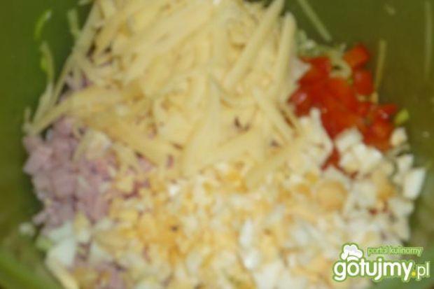 Sałatka z pora z szynką konserwową