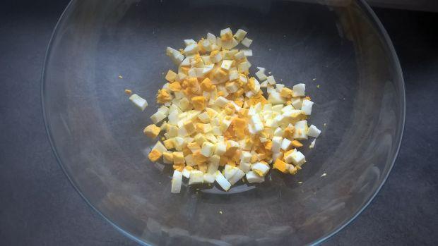 Sałatka z porem, ananasem i jajkiem