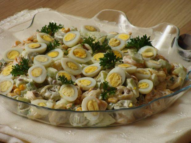 Sałatka z przepiórczymi jajeczkami