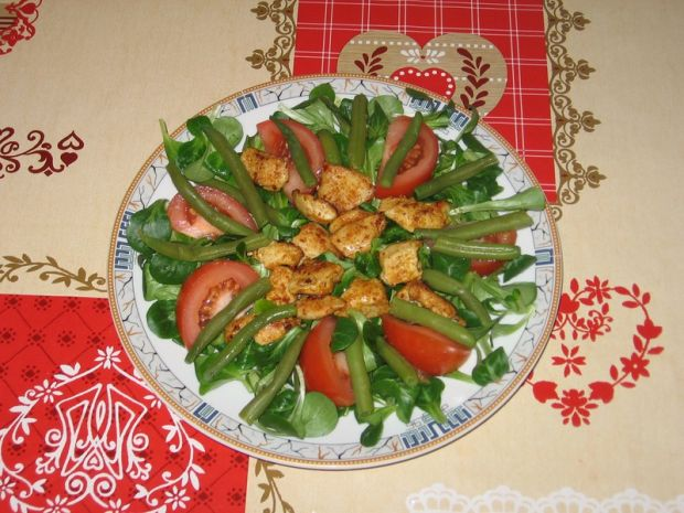 Sałatka z roszponką, kurczakiem i fasolką