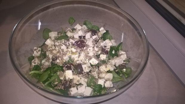 Sałatka z roszponką, winogronami i serem feta