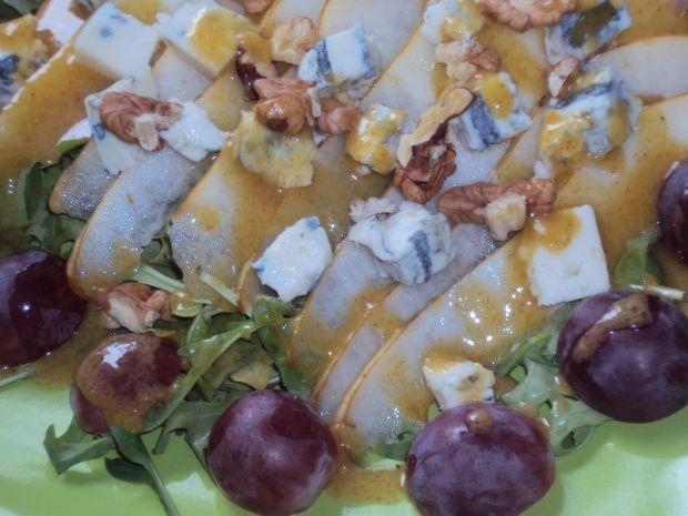 Sałatka z rukolą, gruszką i gorgonzolą