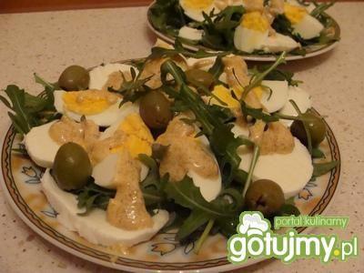 Sałatka z rukola i oliwkami