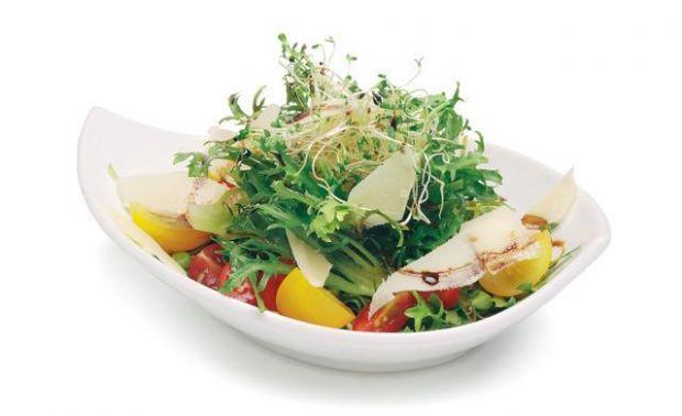 Sałatka z rukoli i małych pomidorków