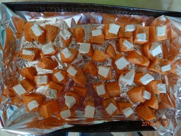 Sałatka z rukoli, szpinaku, batatów i awocado
