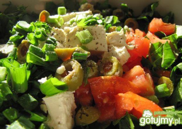 Sałatka z rukoli z oliwkami i fetą