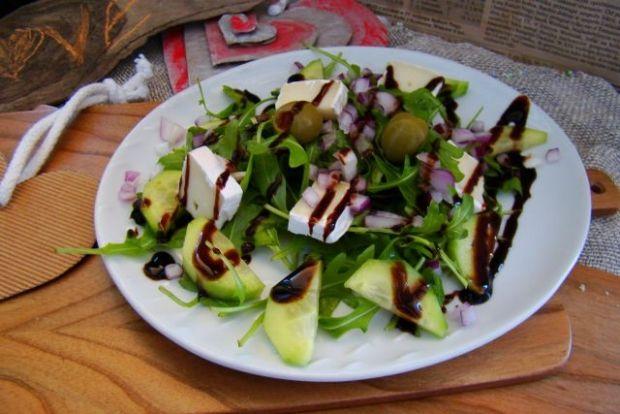 Sałatka z rukoli z serem pleśniowym