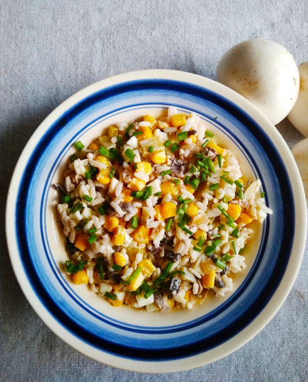 Sałatka z ryżem i pieczarkami