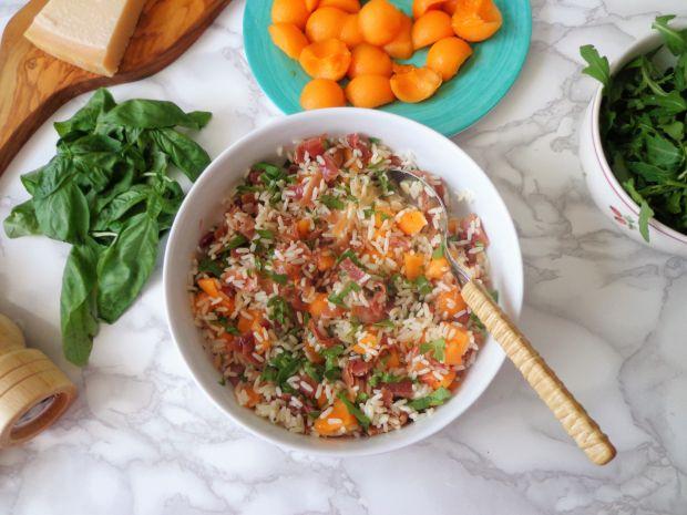 Sałatka z ryżem, melonem i szynką parmeńską