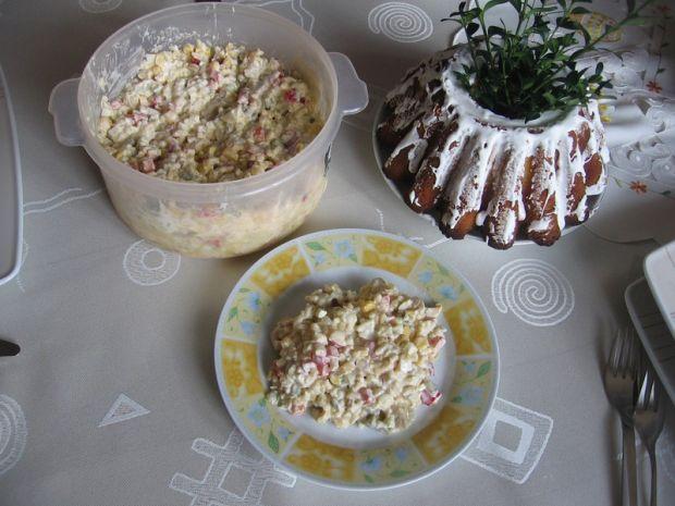 Sałatka z ryżem, papryką i pieczarkami