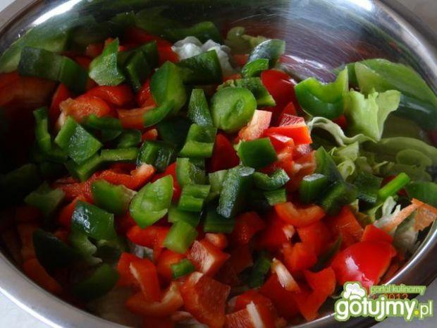 Sałatka z sałatą, serem feta i szynką