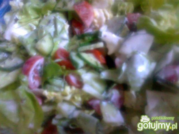 sałatka z sałaty, pomidorków cherry