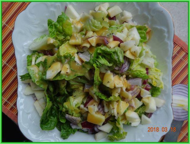 Sałatka z sałaty rzymskiej z kiwi i jabłkiem