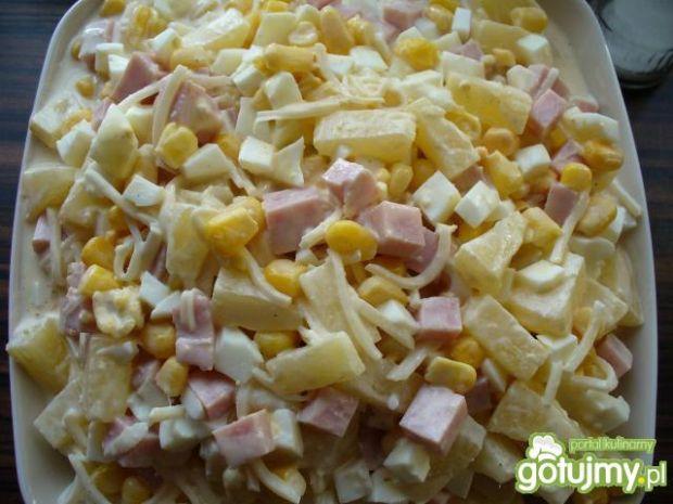 Sałatka z selera, ananasa i kukurydzy