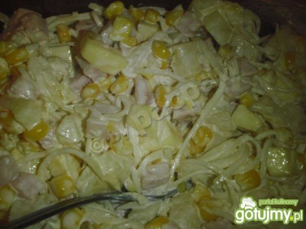 Sałatka z selerem i ananasem