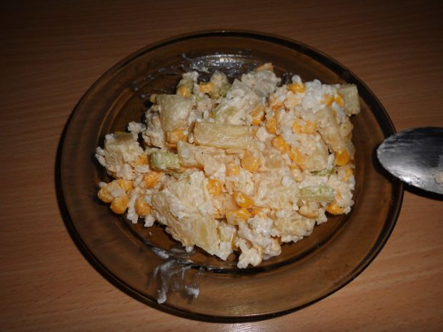 Sałatka z selerem naciowym i ananasem